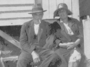 t997Wally and EmTurner-MordiallocBeach1930s2