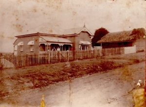"""Fairview"", Obadiah's house at 24 Swann Road, Taringa - Rowland and Alice Watson at Swann Road Taringa (2)"